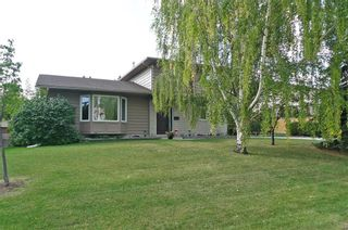 Photo 1: 536 BROOKMERE Crescent SW in Calgary: Braeside Detached for sale : MLS®# C4221954