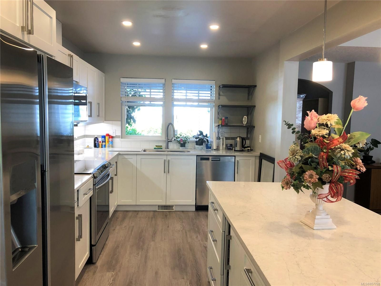 Photo 4: Photos: 6151 Bellflower Way in : Na North Nanaimo Row/Townhouse for sale (Nanaimo)  : MLS®# 857708