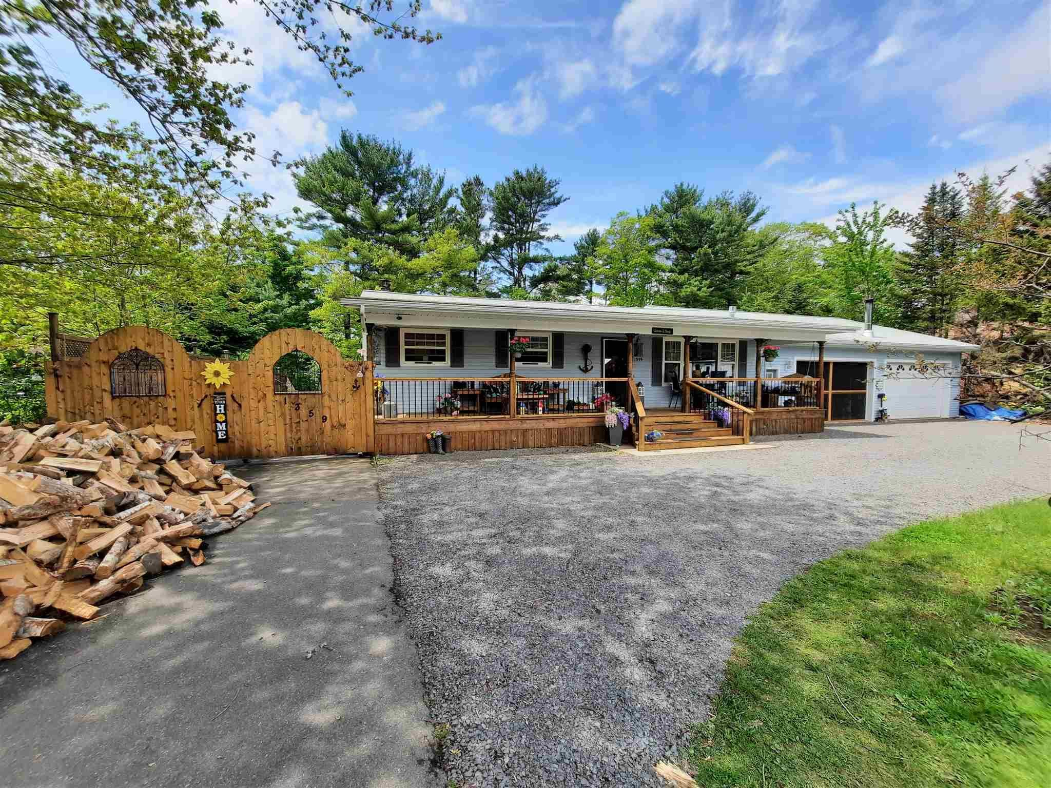 Main Photo: 1359 Pinecrest Drive in Coldbrook: 404-Kings County Residential for sale (Annapolis Valley)  : MLS®# 202114801