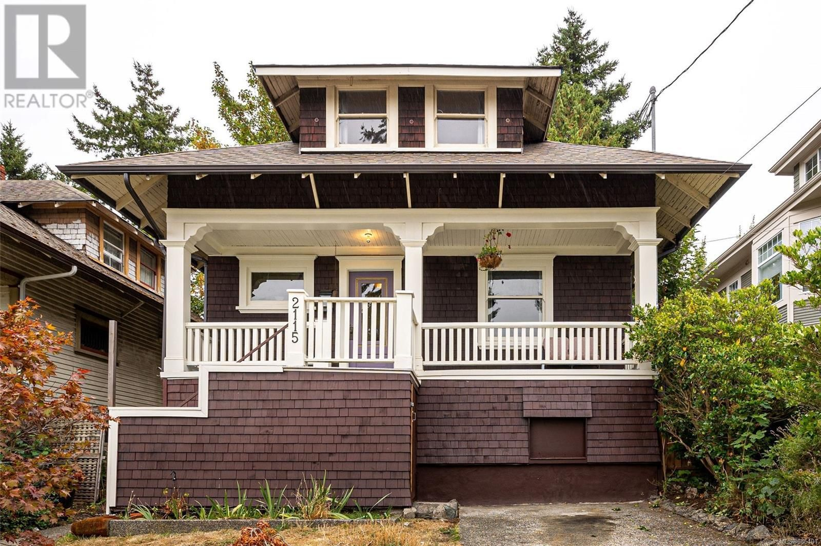 Main Photo: 2115 Chambers St in Victoria: House for sale : MLS®# 886401