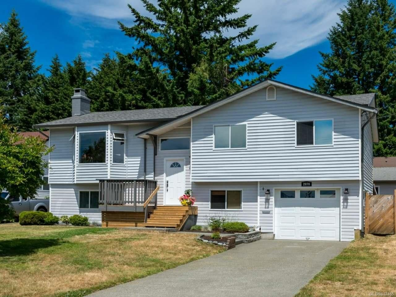Main Photo: 2070 GULL Avenue in COMOX: CV Comox (Town of) House for sale (Comox Valley)  : MLS®# 817465