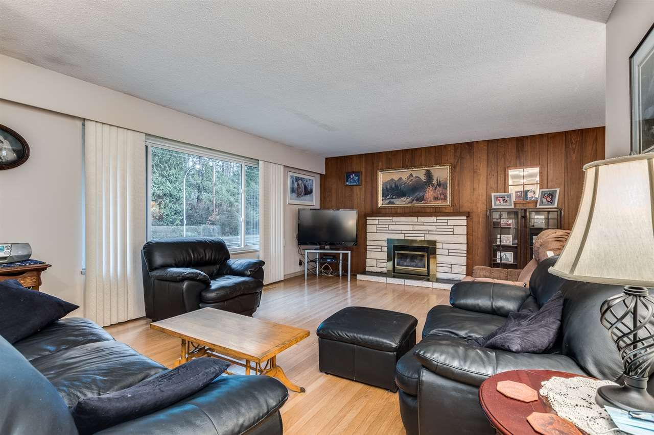 Photo 4: Photos: 3655 COAST MERIDIAN Road in Port Coquitlam: Glenwood PQ House for sale : MLS®# R2528909