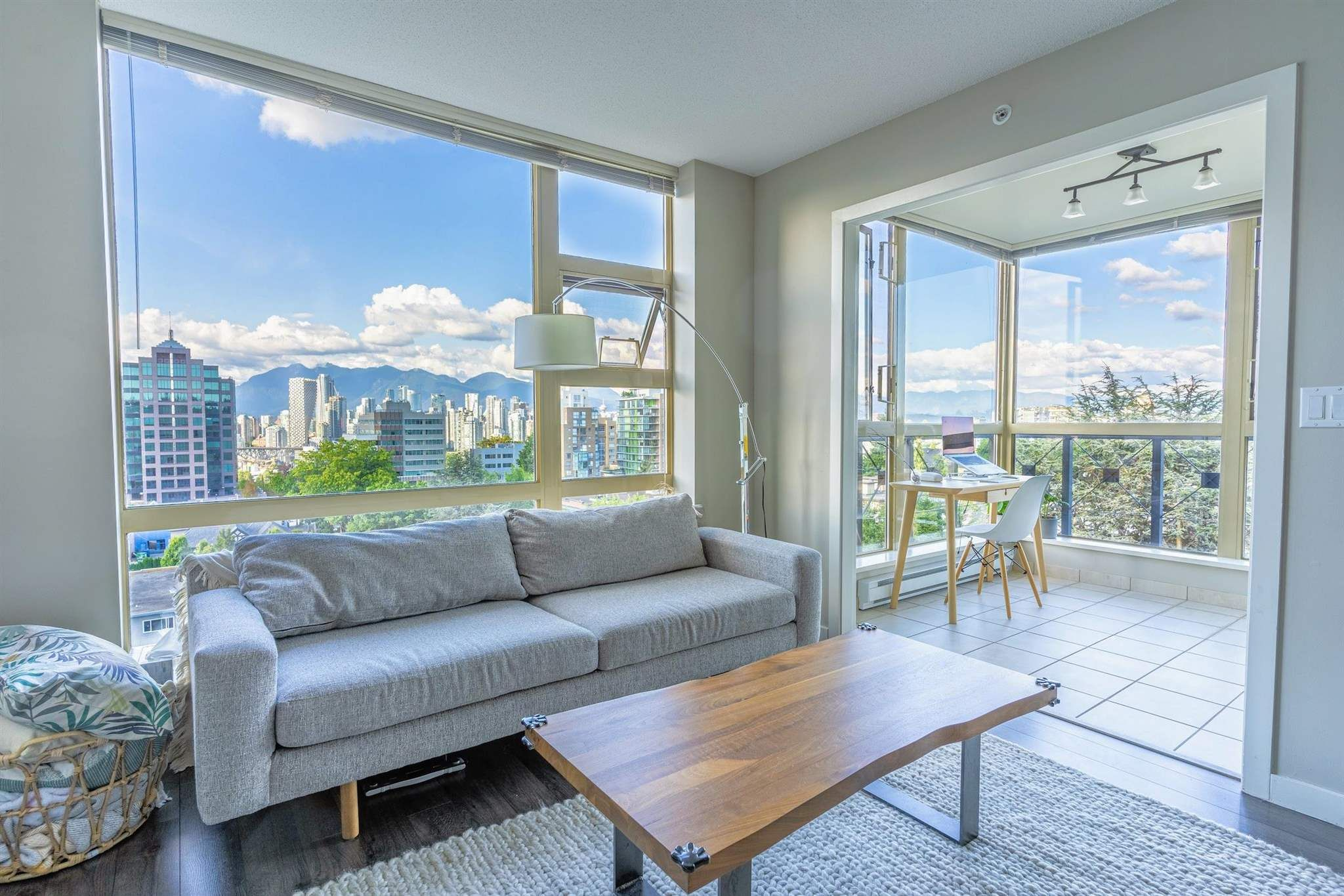 """Main Photo: 1005 1316 W 11TH Avenue in Vancouver: Fairview VW Condo for sale in """"THE COMPTON"""" (Vancouver West)  : MLS®# R2603717"""