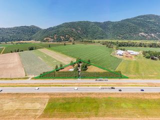 Photo 3: 39039 N PARALLEL Road in Abbotsford: Sumas Prairie House for sale : MLS®# R2618007
