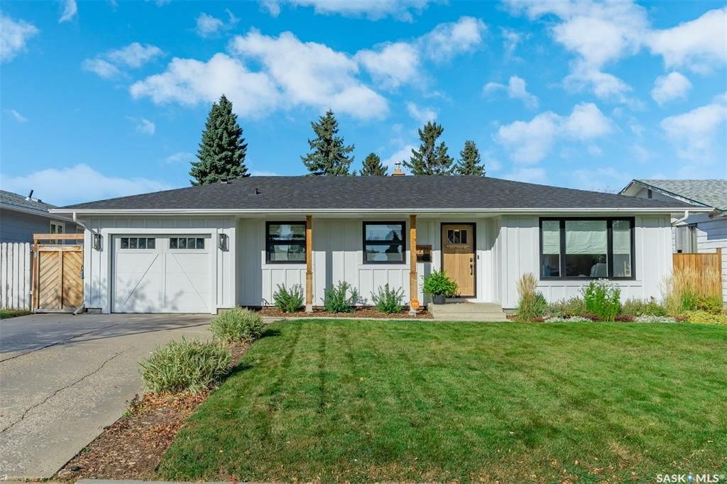 Main Photo: 221 Anderson Crescent in Saskatoon: West College Park Residential for sale : MLS®# SK873960