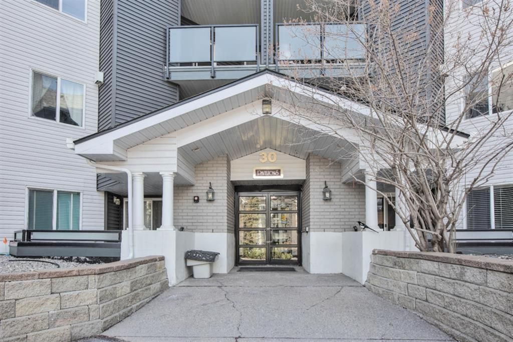 Main Photo: 412 30 Sierra Morena Mews SW in Calgary: Signal Hill Apartment for sale : MLS®# A1107918