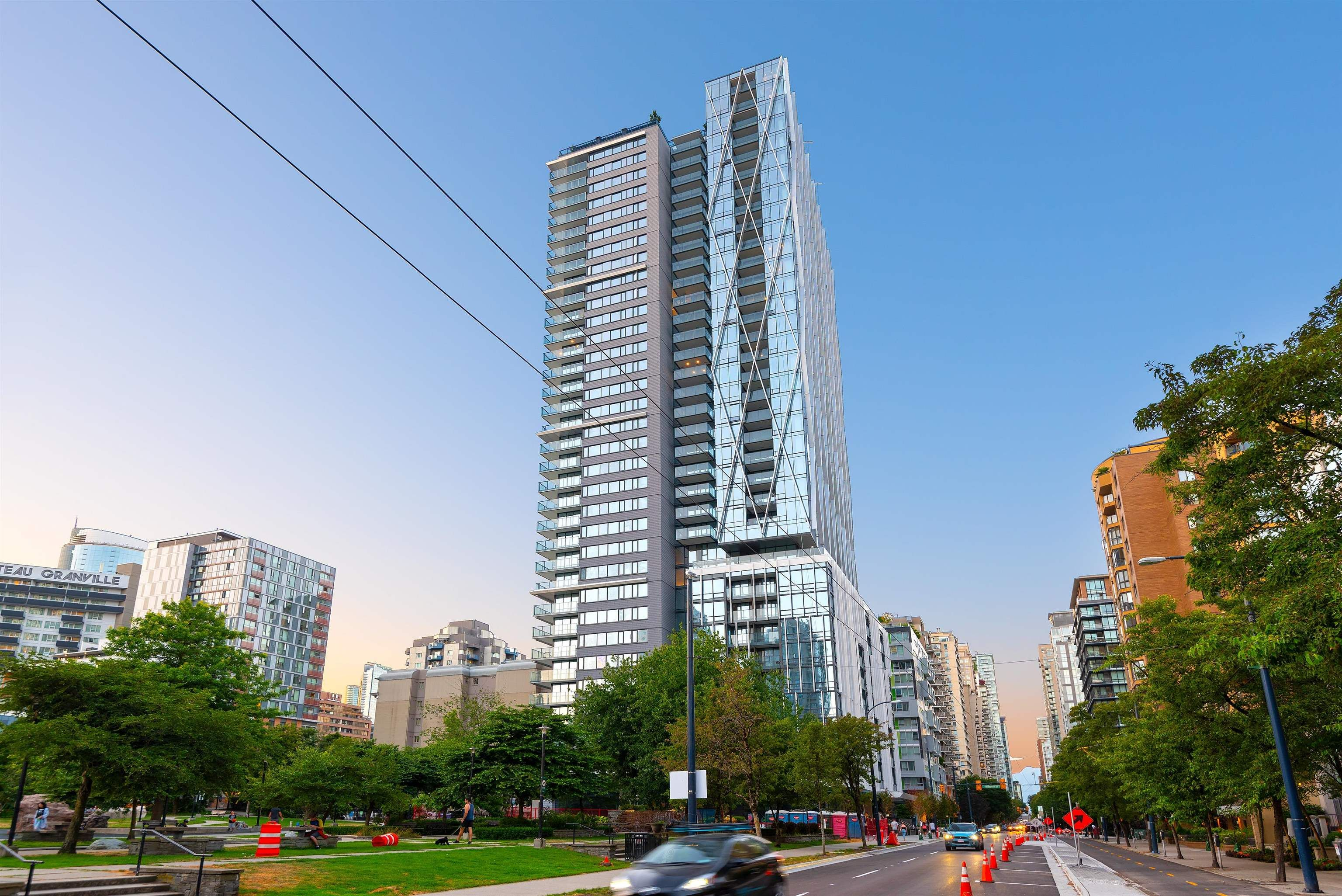 """Main Photo: 2003 1111 RICHARDS Street in Vancouver: Yaletown Condo for sale in """"8X ON THE PARK"""" (Vancouver West)  : MLS®# R2620918"""
