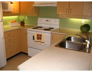 """Photo 4: 209 7038 21ST Avenue in Burnaby: Middlegate BS Townhouse for sale in """"THE ASHBURY"""" (Burnaby South)  : MLS®# V649378"""