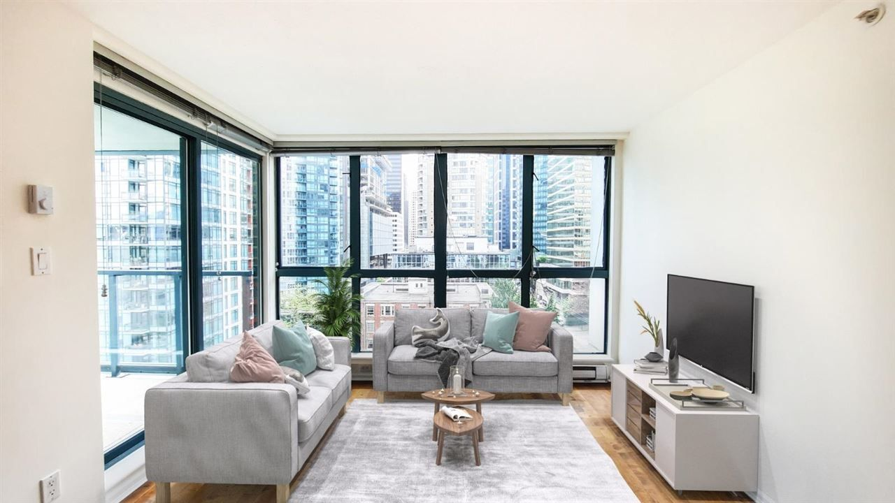 """Main Photo: 1305 1238 MELVILLE Street in Vancouver: Coal Harbour Condo for sale in """"POINTE CLAIRE"""" (Vancouver West)  : MLS®# R2579898"""