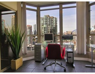 """Photo 6: 2605 867 HAMILTON Street in Vancouver: Downtown VW Condo for sale in """"JARDINE'S LOOKOUT"""" (Vancouver West)  : MLS®# V779994"""