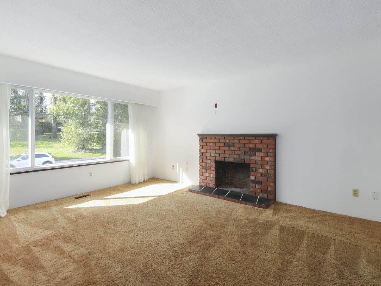 Photo 3: Photos: 1426 KENT Street: White Rock House for sale (South Surrey White Rock)  : MLS®# R2406738