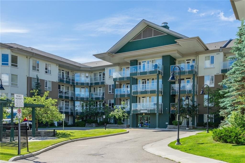 Main Photo: 221 3111 34 Avenue NW in Calgary: Varsity Apartment for sale : MLS®# A1103240