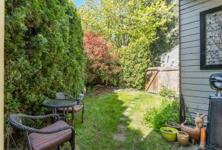 """Photo 18: 1807 LILAC Drive in Surrey: King George Corridor Townhouse for sale in """"ALDERWOOD PLACE"""" (South Surrey White Rock)  : MLS®# R2365159"""