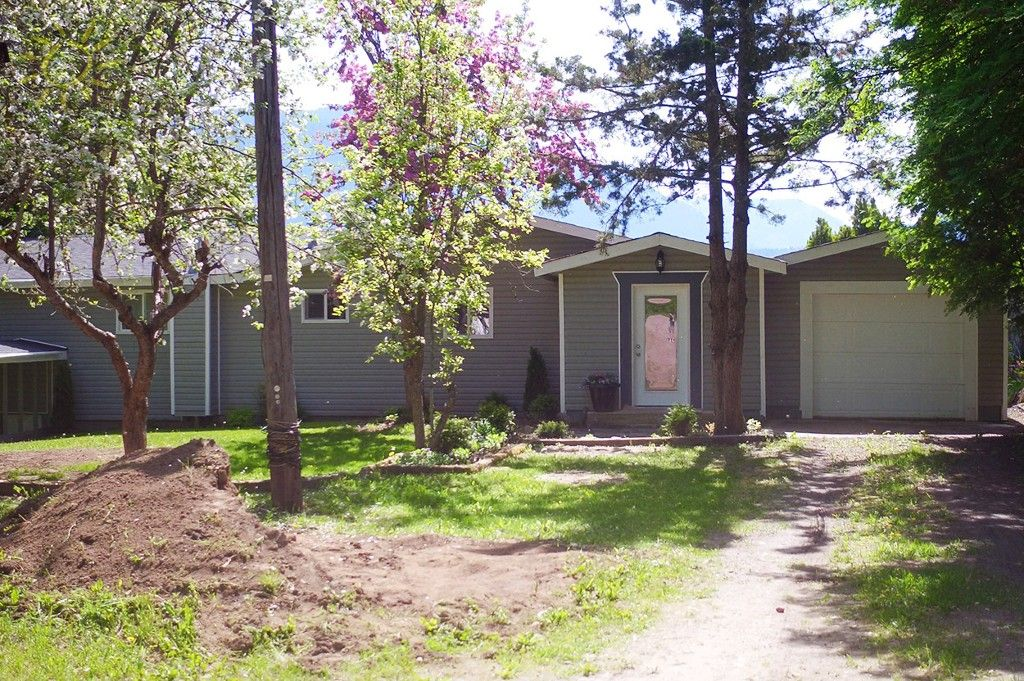 Photo 5: Photos: 1475 Little Shuswap Lake Road in Chase: Little Shuswap Lake House for sale : MLS®# 10205518