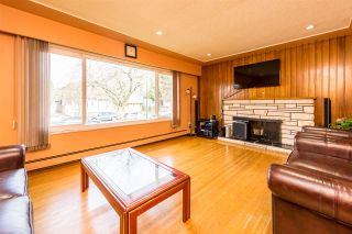 Photo 2: 266 E 50TH Avenue in Vancouver: South Vancouver House for sale (Vancouver East)  : MLS®# R2335092