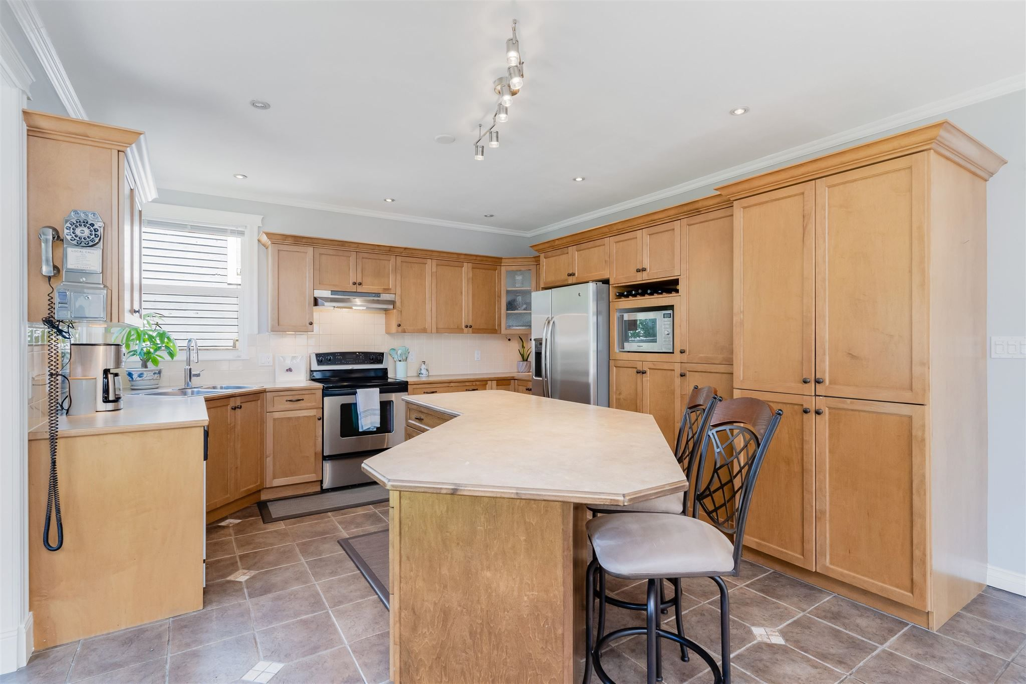 Photo 12: Photos: 412 FIFTH STREET in New Westminster: Queens Park House for sale : MLS®# R2594885