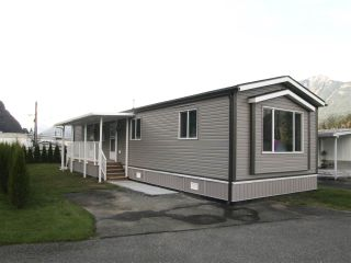 Photo 1: 12 62780 FLOOD HOPE Road in Hope: Hope Center Manufactured Home for sale : MLS®# R2492306