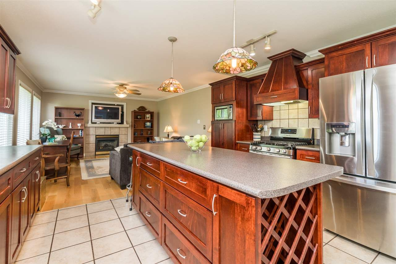 """Photo 16: Photos: 35715 LEDGEVIEW Drive in Abbotsford: Abbotsford East House for sale in """"Ledgeview Estates"""" : MLS®# R2481502"""