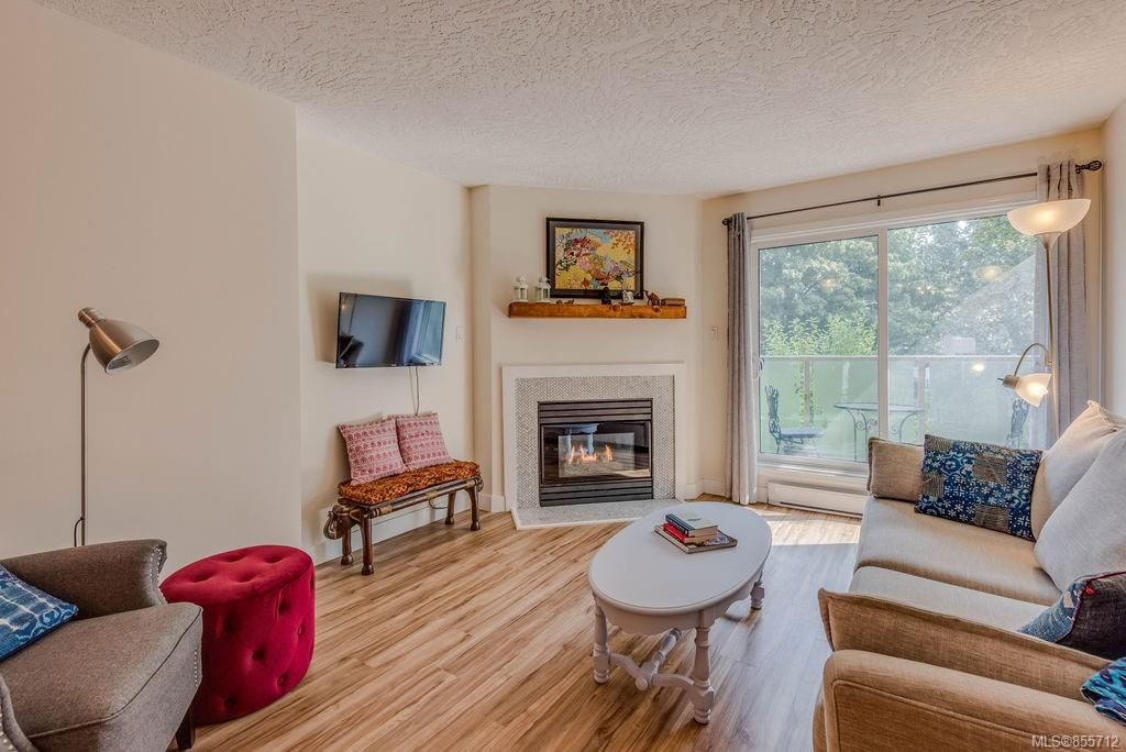 Main Photo: 307 2710 Grosvenor Rd in : Vi Oaklands Condo for sale (Victoria)  : MLS®# 855712