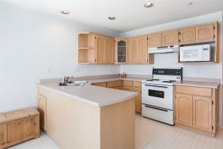 """Photo 9: 33 19060 FORD Road in Pitt Meadows: Central Meadows Townhouse for sale in """"Regency Court"""" : MLS®# R2170319"""