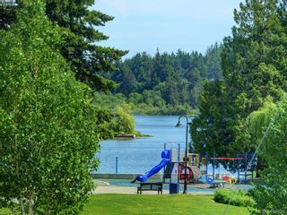 Photo 2: 982 Glenview Pl in VICTORIA: La Glen Lake House for sale (Langford)  : MLS®# 814984