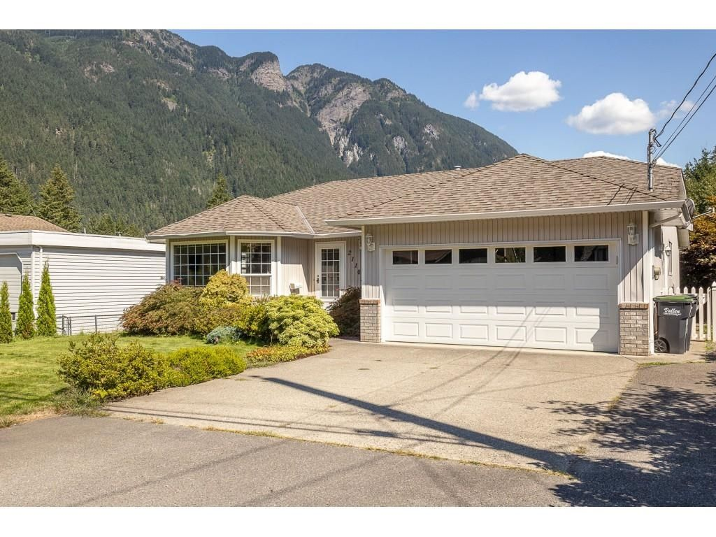 Main Photo: 21102 LAKEVIEW Crescent in Hope: Hope Kawkawa Lake House for sale : MLS®# R2612402