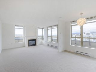 """Photo 3: 720 2799 YEW Street in Vancouver: Kitsilano Condo for sale in """"TAPESTRY AT THE O'KEEFE"""" (Vancouver West)  : MLS®# R2605737"""