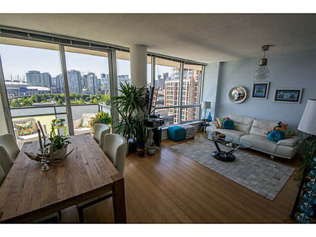 """Photo 3: Photos: 902 718 MAIN Street in Vancouver: Mount Pleasant VE Condo for sale in """"GINGER"""" (Vancouver East)  : MLS®# V1143243"""
