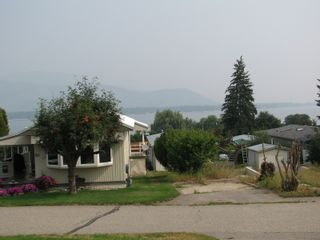 Photo 1: #16 2932 Buckley Rd: Sorrento Manufactured Home for sale (Shuswap)  : MLS®# 10167111