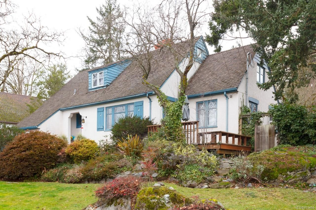 Main Photo: 1020 W Burnside Rd in : SW Strawberry Vale House for sale (Saanich West)  : MLS®# 859486