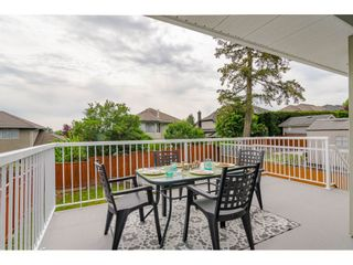 """Photo 11: 19040 60 Avenue in Surrey: Cloverdale BC House for sale in """"Cloverdale"""" (Cloverdale)  : MLS®# R2455554"""