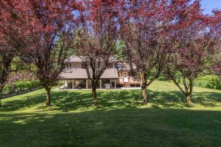 Photo 2: 1240 JUDD Road in Squamish: Brackendale House for sale : MLS®# R2444989