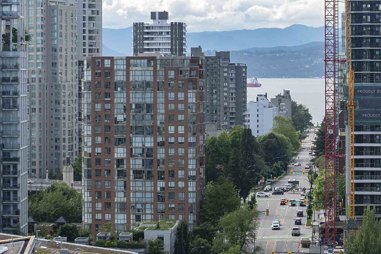 """Photo 31: Photos: 2001 499 PACIFIC Street in Vancouver: Yaletown Condo for sale in """"The Charleson"""" (Vancouver West)  : MLS®# R2456013"""