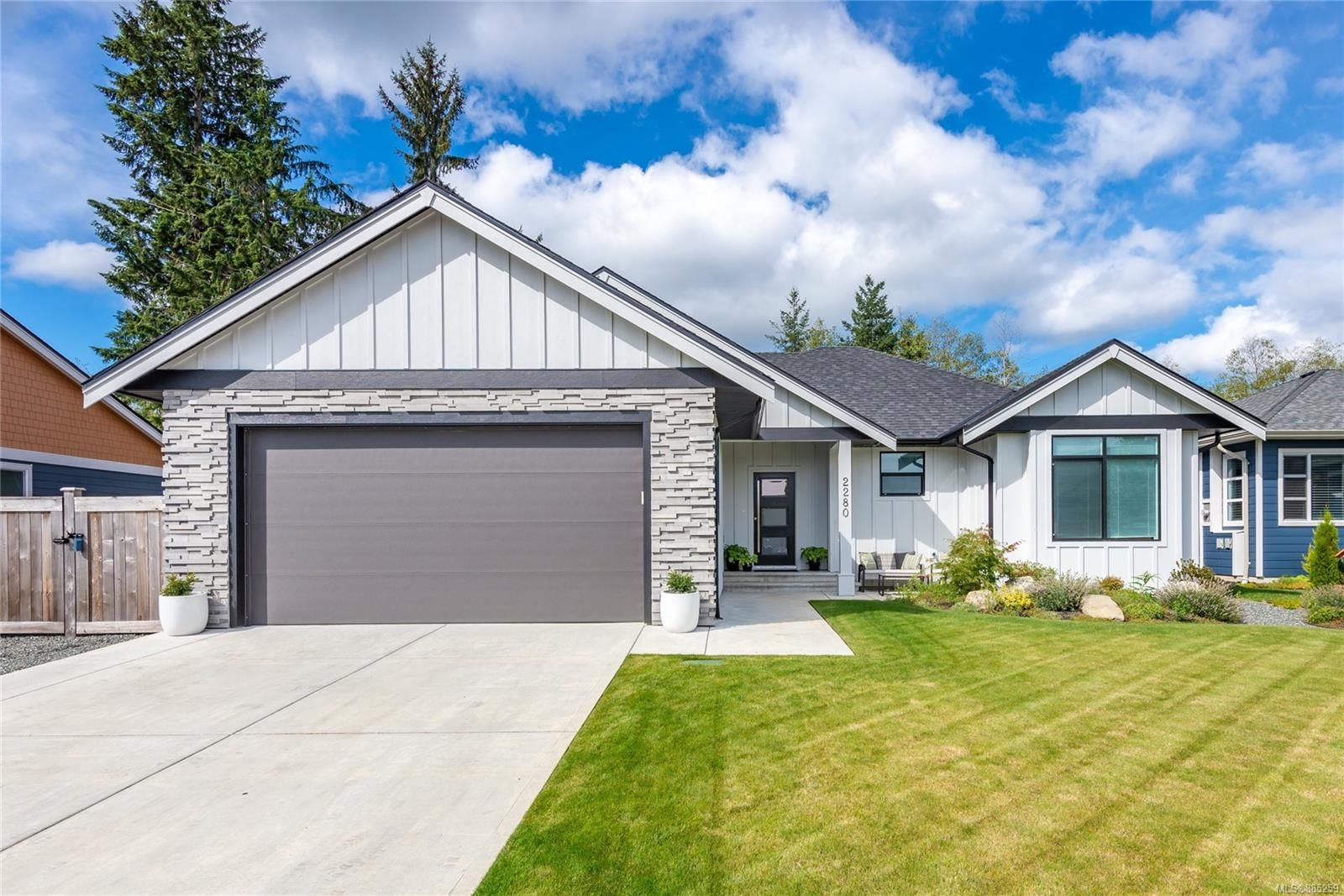 Main Photo: 2280 Forest Grove Dr in : CR Campbell River West House for sale (Campbell River)  : MLS®# 885259