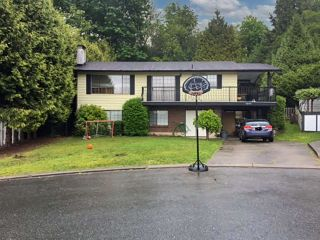Photo 1: 35351 SANDY HILL Crescent: House for sale in Abbotsford: MLS®# R2559906