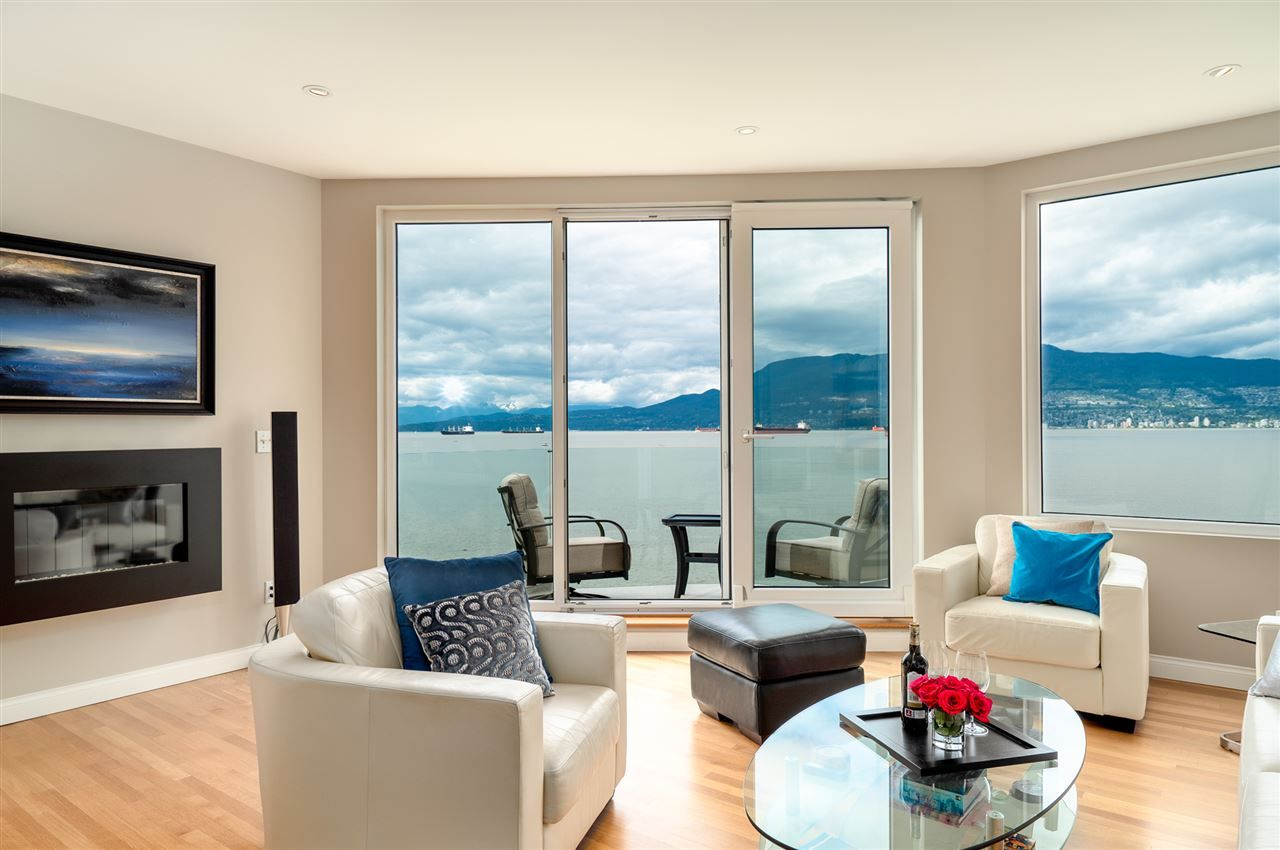 "Main Photo: 3175 POINT GREY Road in Vancouver: Kitsilano 1/2 Duplex for sale in ""THE GOLDEN MILE - POINT GREY ROAD"" (Vancouver West)  : MLS®# R2458598"