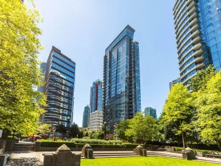 """Main Photo: 1004 1205 W HASTINGS Street in Vancouver: Coal Harbour Condo for sale in """"Cielo"""" (Vancouver West)  : MLS®# R2599401"""