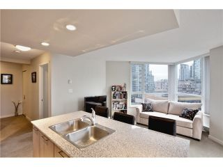 """Photo 5: 808 1212 HOWE Street in Vancouver: Downtown VW Condo for sale in """"1212 HOWE"""" (Vancouver West)  : MLS®# V1103940"""