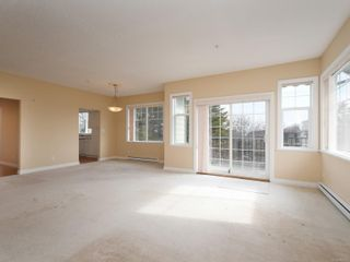 Photo 4: 301 9950 Fourth St in : Si Sidney North-East Condo for sale (Sidney)  : MLS®# 867374