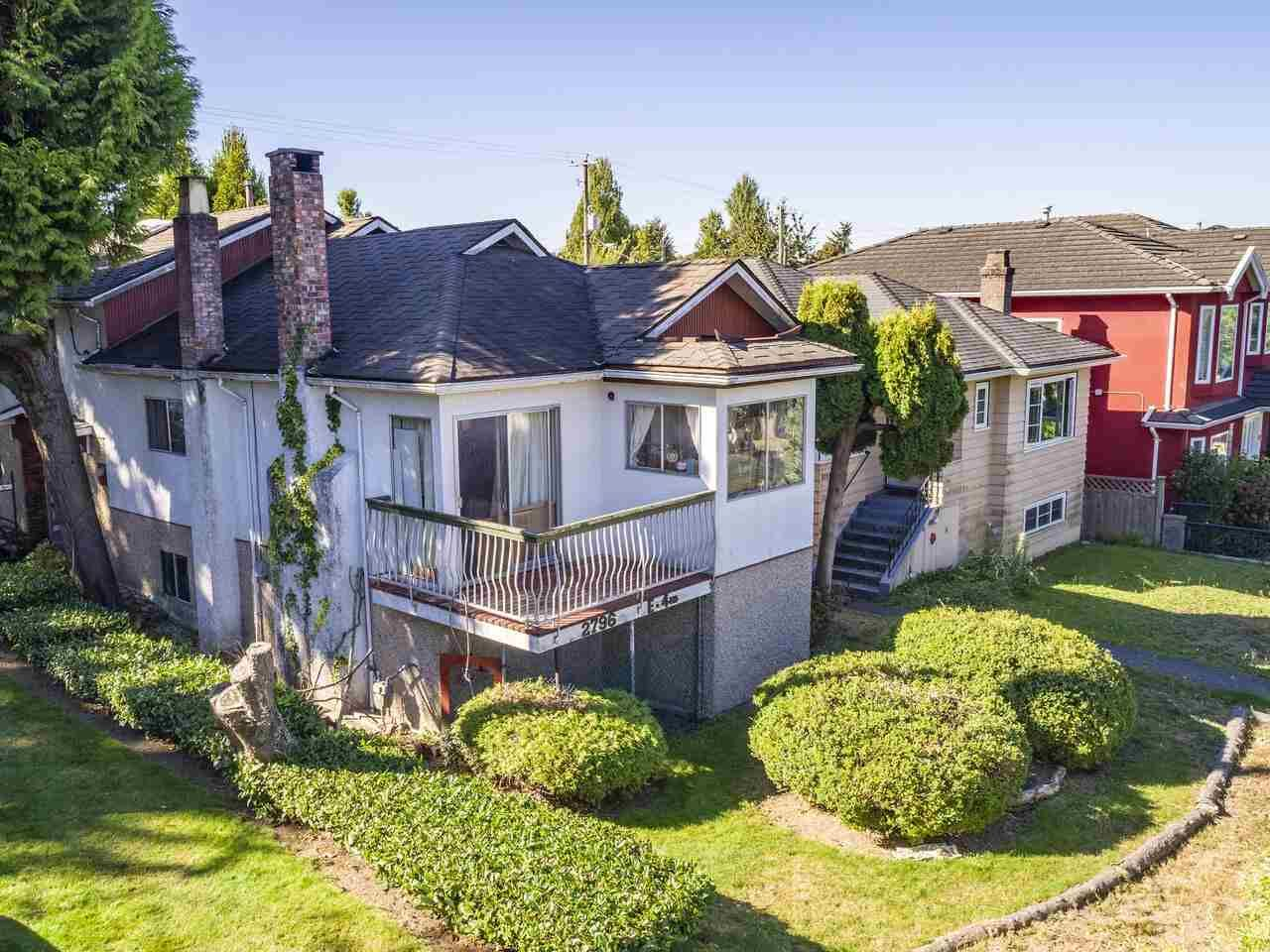 """Photo 2: Photos: 2796 E 4TH Avenue in Vancouver: Renfrew VE House for sale in """"Renfrew Heights"""" (Vancouver East)  : MLS®# R2496647"""