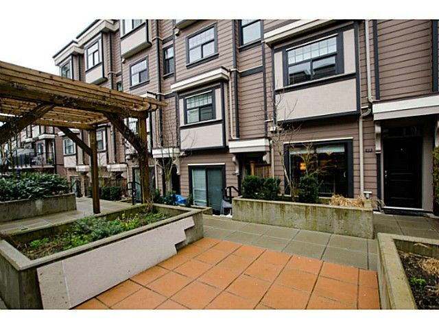 Main Photo: # 113 828 ROYAL AV in New Westminster: Downtown NW Condo for sale : MLS®# V1106214