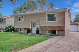 Photo 1: 27 Young Crescent in Regina: Glencairn Residential for sale : MLS®# SK864645