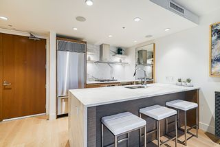 """Photo 6: 2207 1111 ALBERNI Street in Vancouver: West End VW Condo for sale in """"Shangri-La"""" (Vancouver West)  : MLS®# R2335303"""