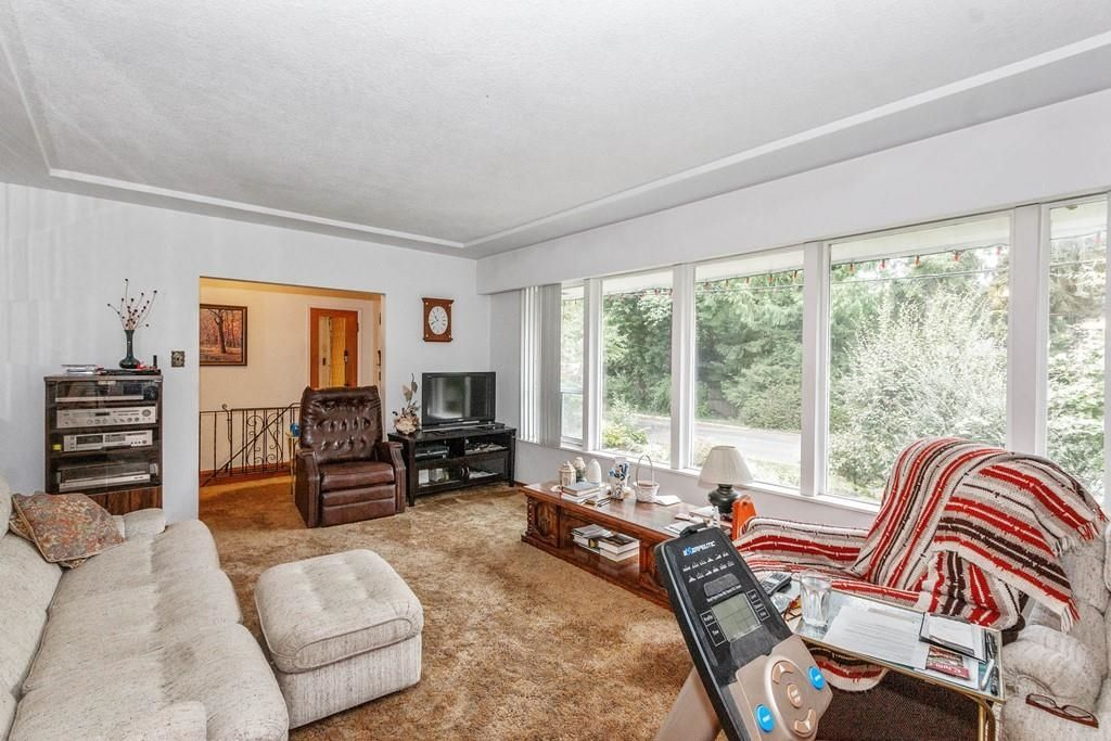 Photo 6: Photos: 1038 MARIGOLD Avenue in North Vancouver: Canyon Heights NV House for sale : MLS®# R2577593