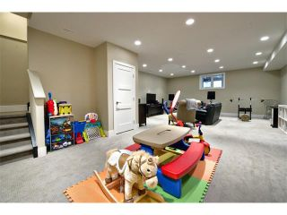Photo 33: 931 33 Street NW in Calgary: Parkdale House for sale : MLS®# C4003919