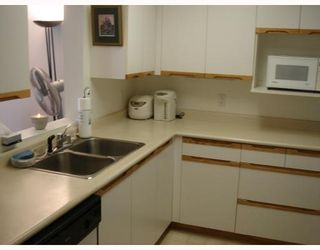 """Photo 6: 302 6820 RUMBLE Street in Burnaby: South Slope Condo for sale in """"GOVERNOR'S WALK"""" (Burnaby South)  : MLS®# V671882"""