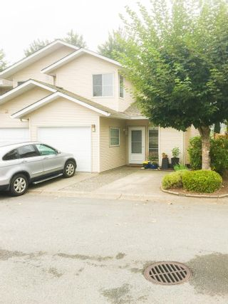 """Photo 1: 18 16016 82 Avenue in Surrey: Fleetwood Tynehead Townhouse for sale in """"Maple Court"""" : MLS®# R2497263"""