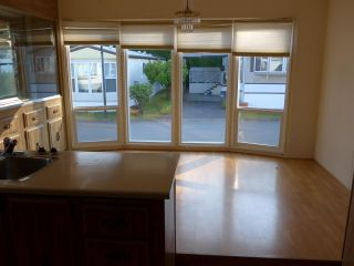 """Photo 8: 29 2120 KING GEORGE Boulevard in Surrey: King George Corridor Manufactured Home for sale in """"Five Oaks Park"""" (South Surrey White Rock)  : MLS®# R2485760"""