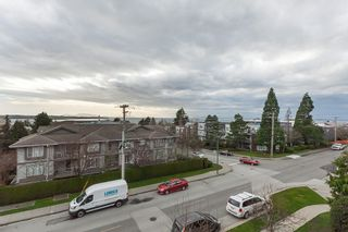 "Photo 8: PH9 15357 ROPER Avenue: White Rock Condo for sale in ""REGENCY COURT"" (South Surrey White Rock)  : MLS®# R2425808"