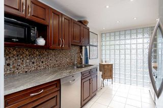 """Photo 11: 202 2668 ASH Street in Vancouver: Fairview VW Condo for sale in """"CAMBRIDGE GARDENS"""" (Vancouver West)  : MLS®# R2510443"""
